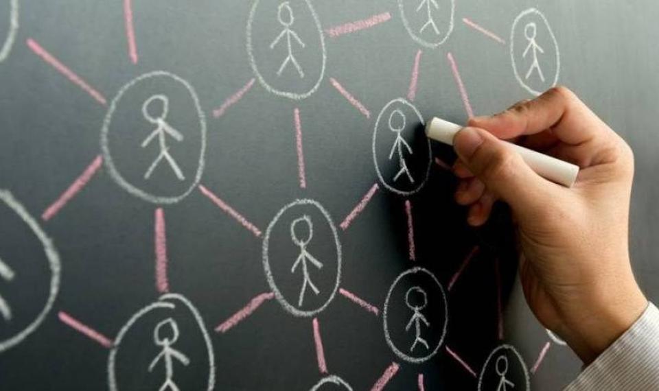 كيف تشكل علاقاتنا الاجتماعية أوقاتنا؟